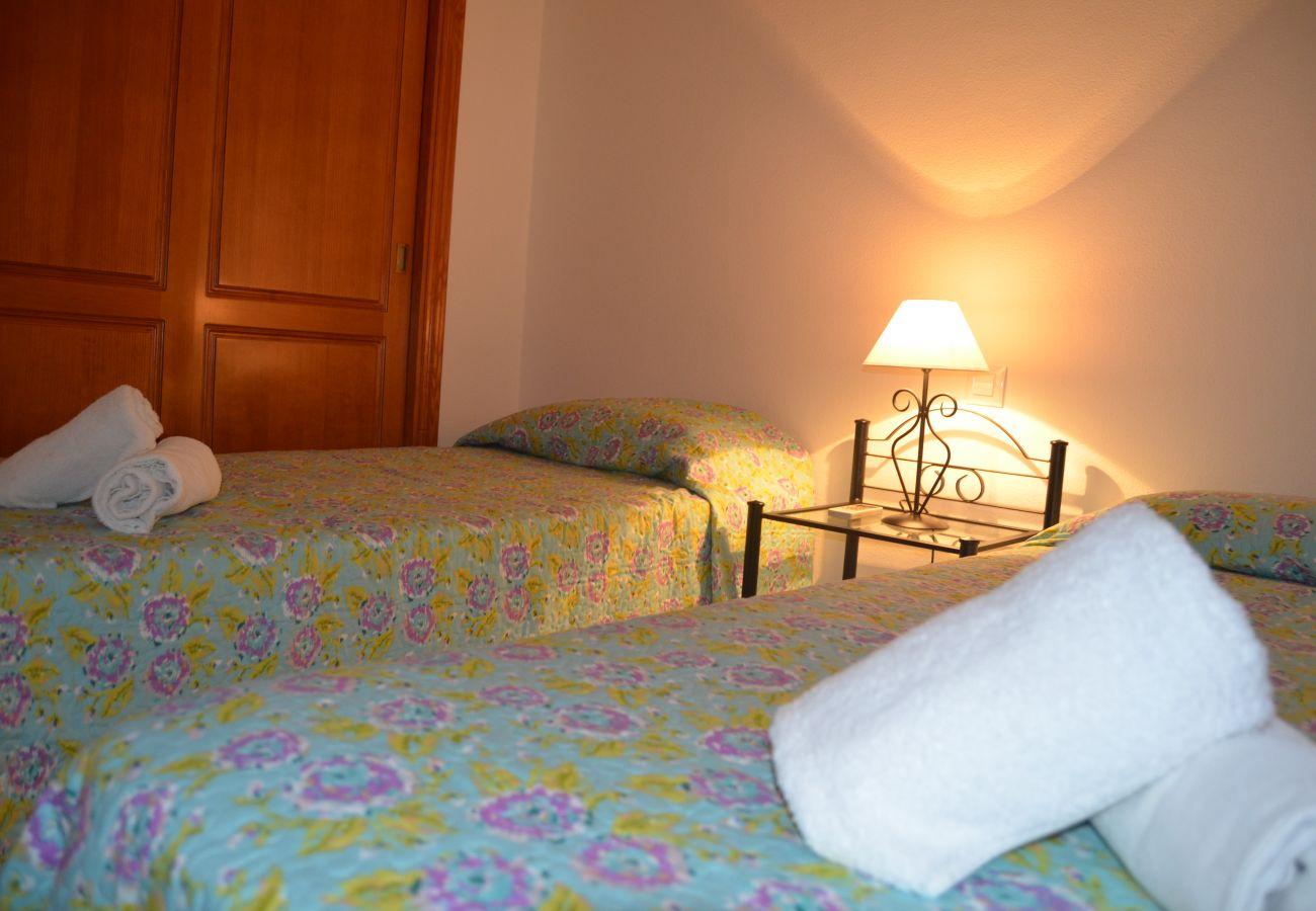 Gran dormitorio con mobiliario - Resort Choice