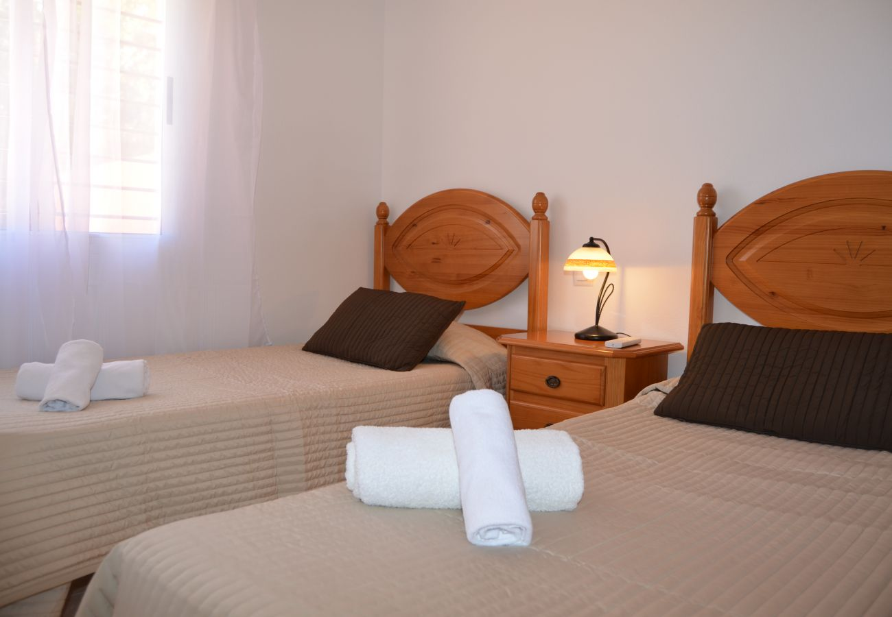 Dormitorio con dos camas individuales en alquiiler - Resort Choice