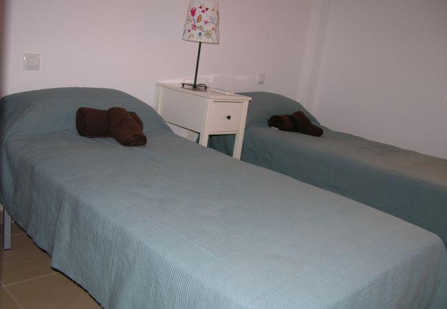 Gran dormitorio con 2 camas individuales