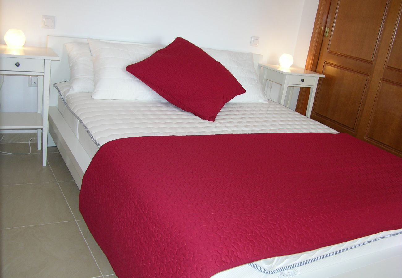 Dormitorio con cama doble y amueblado - Resort Choice