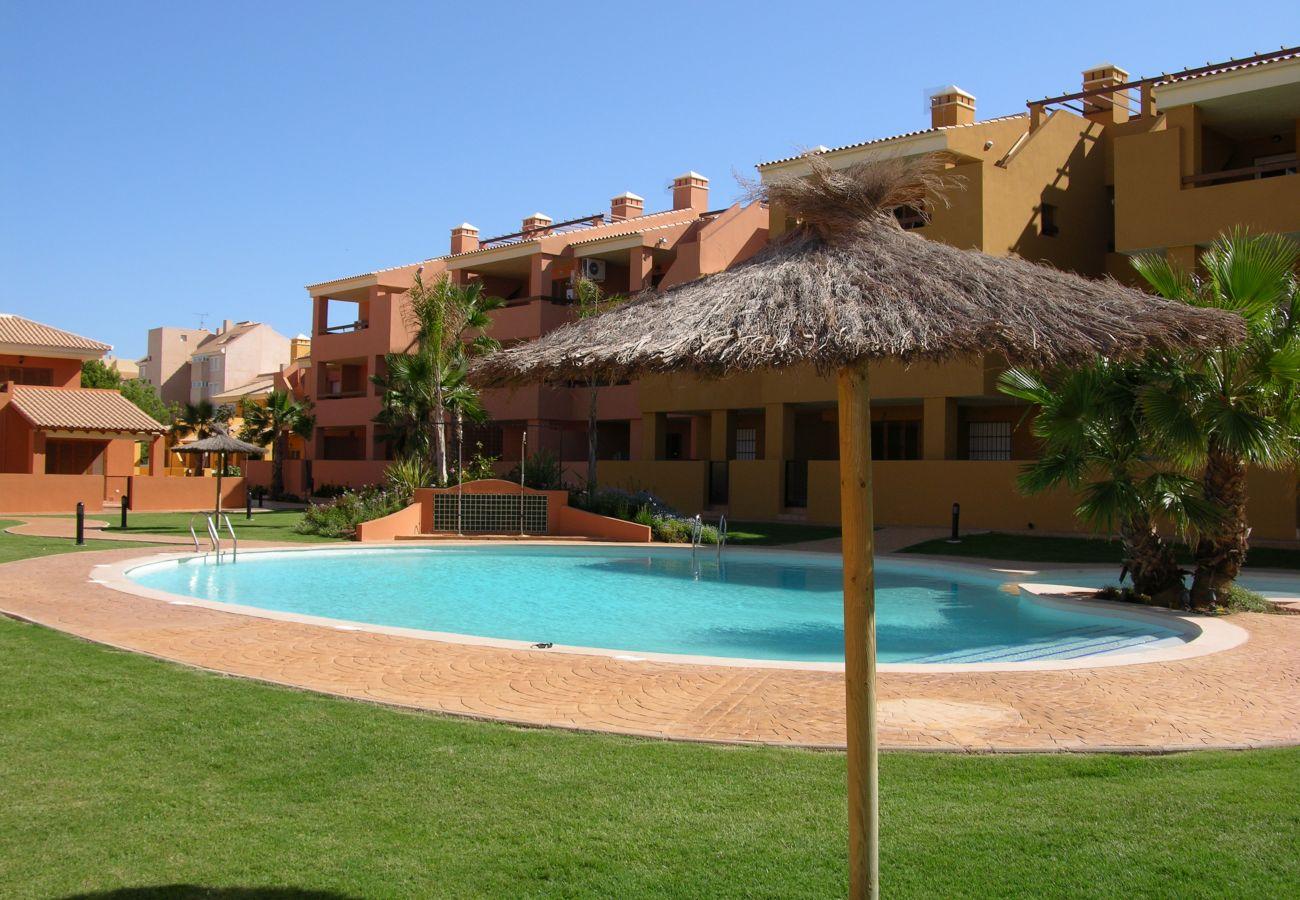 Bungalow junto a la piscina con jardín en alquiler - Resort Choice
