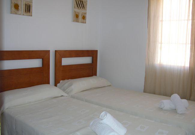 Bungalow junto a la piscina con bonito dormitorio - Resort Choice