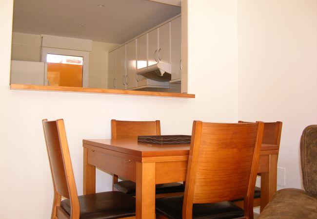 Bonita área de comedor con mobiliario moderno - Resort Choice