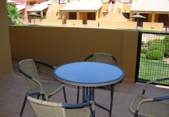 Gran terraza bien equipada con mobiliario - Resort Choice