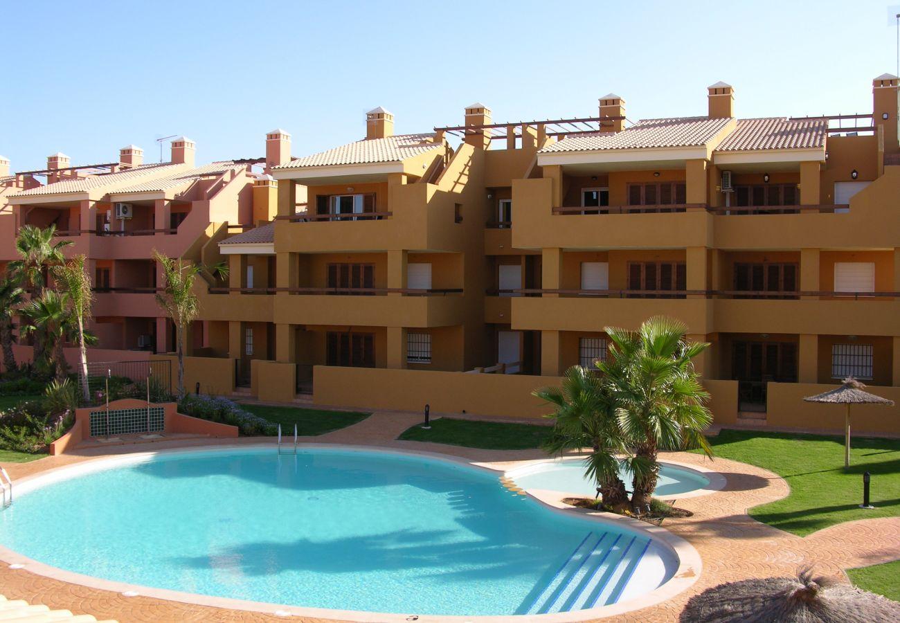 Gran piscina comunitaria junto al bungalow en alquiler - Resort Choice