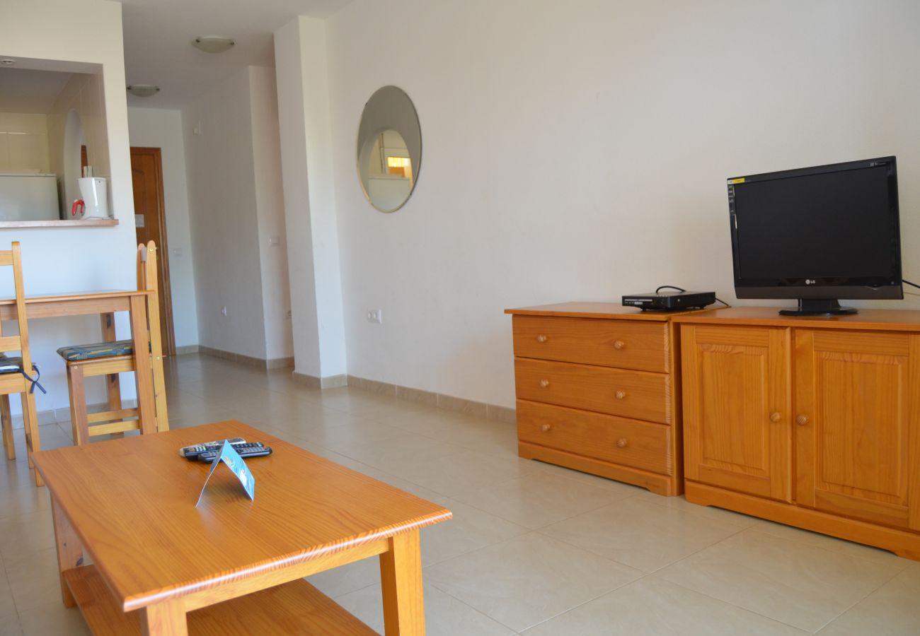 Bonito salón amueblado con tv - Resort Choice