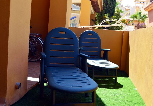 Terraza privada con tumbonas para descansar - Resort Choice