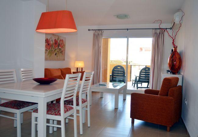 Gran comedor con mobiliario cómodo y moderno - Resort Choice