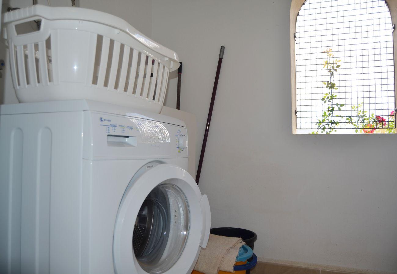 Lavadero bien equipado con lavadora - Resort Choice