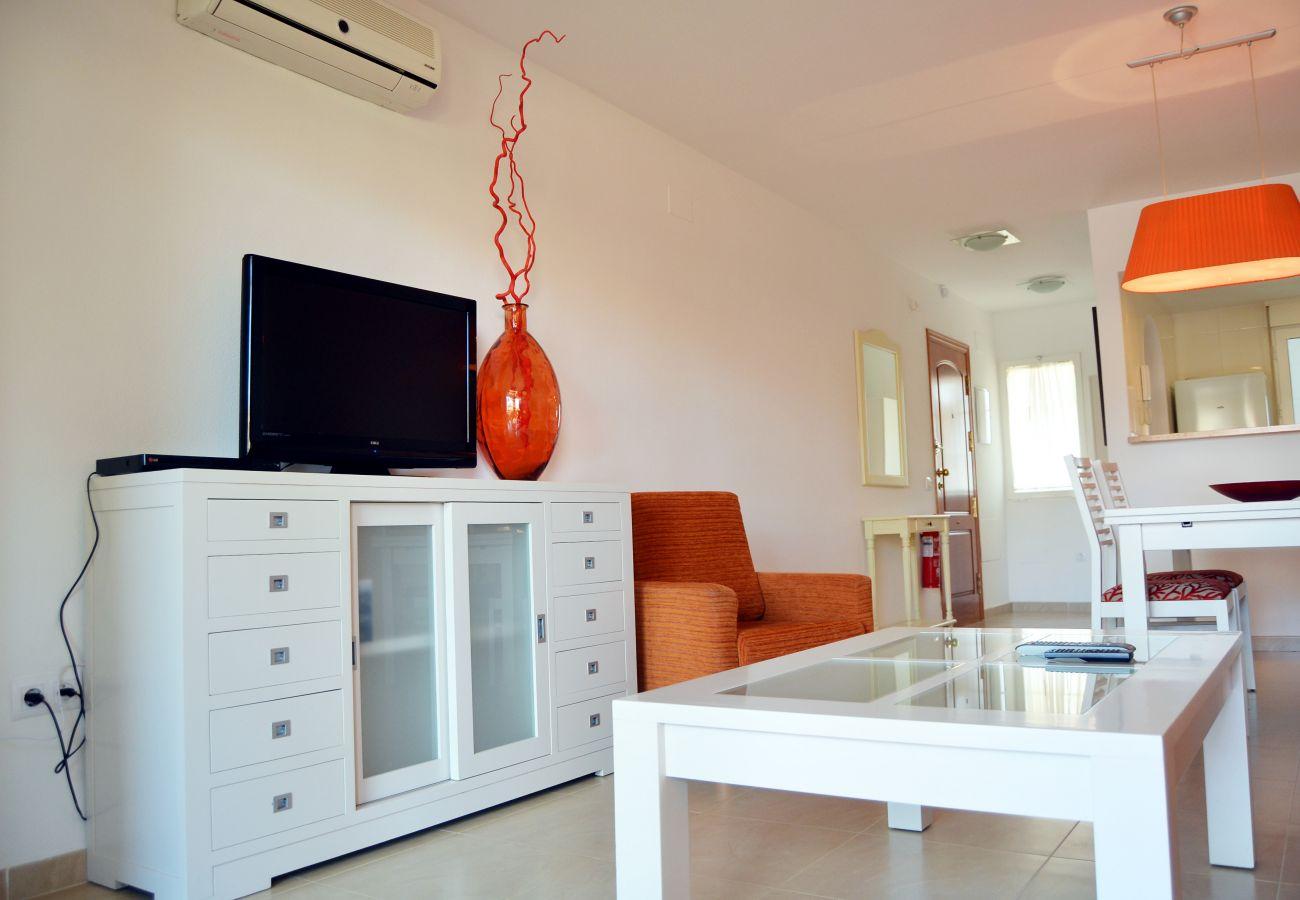Bonito salón con mobiliario moderno - Resort Choice