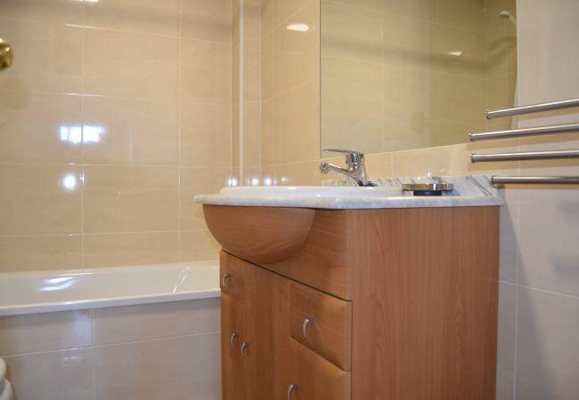 Gran baño con bañera moderna y más servicios - Resort Choice