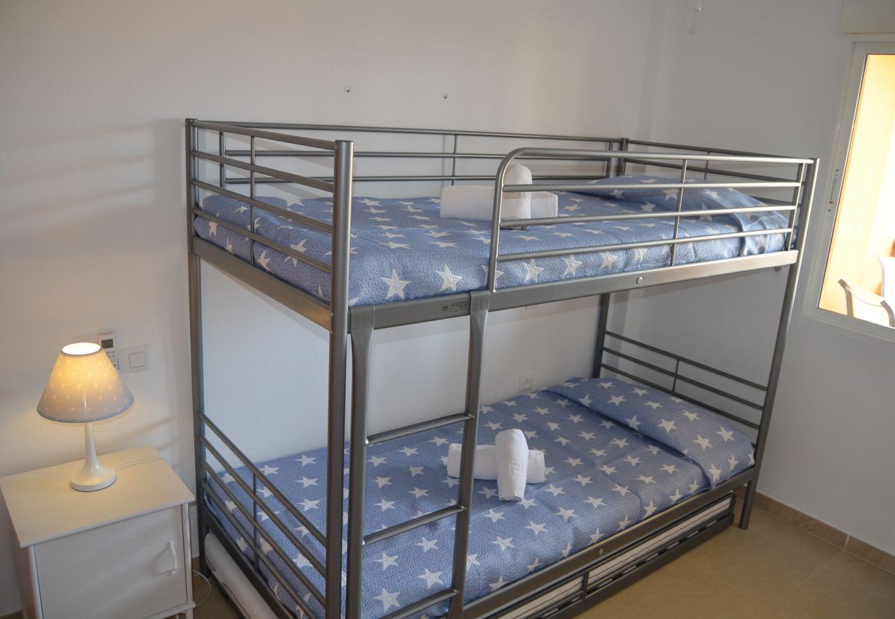 Dormitorio moderno para niños con literas - Resort Choice