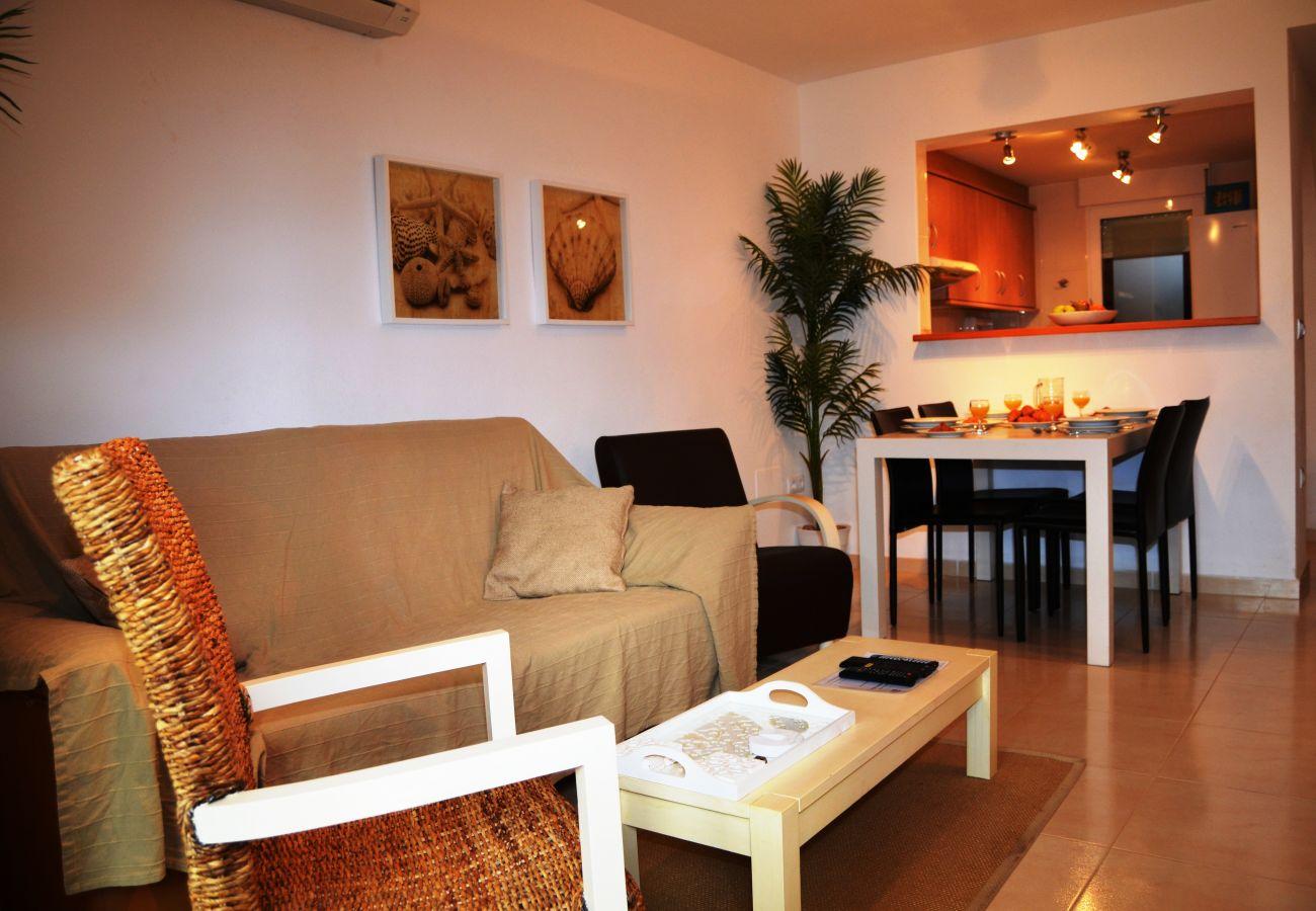 Gran salón bien equipado con moderno mobiliario - Resort Choice