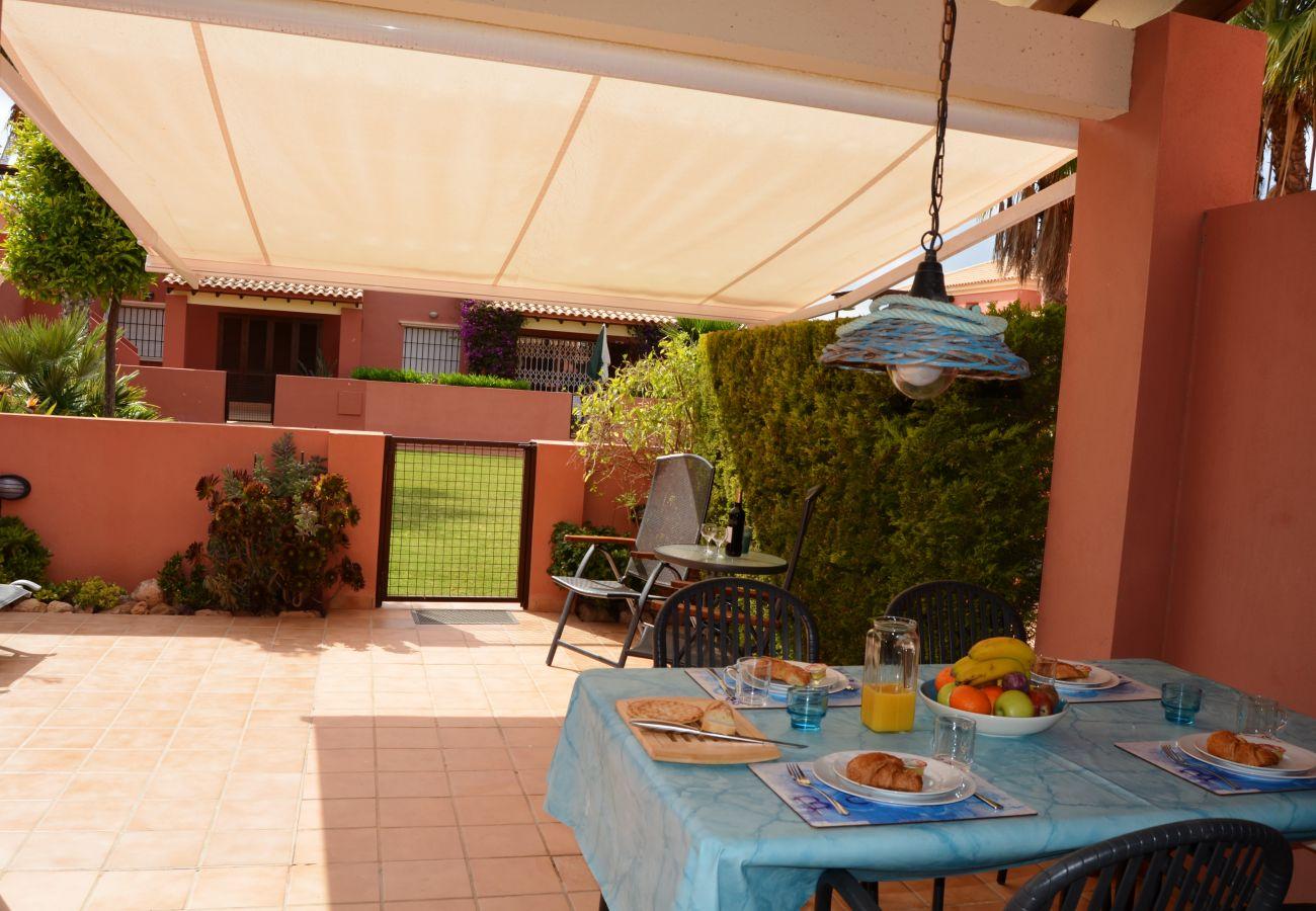 Terraza bien equipada y amueblada para descansar - Resort Choice