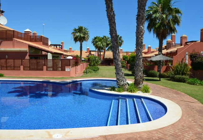 Precioso bungalow en alquiler con gran piscina comunitaria