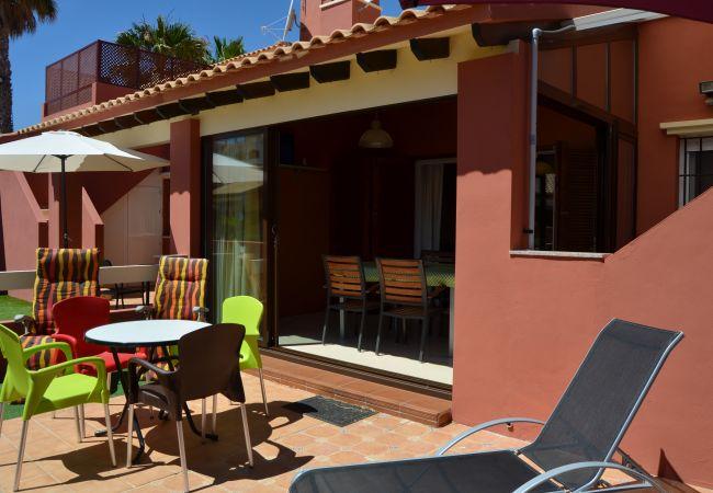 Precioso bungalow con gran terraza bien equipada