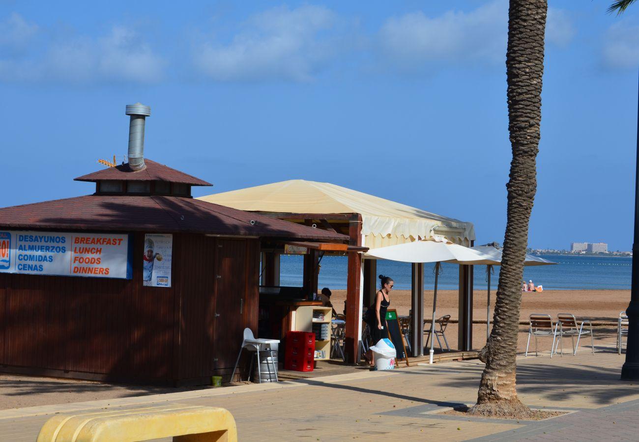 Chiringuito en la playa del Mar Menor en Mar de Cristal