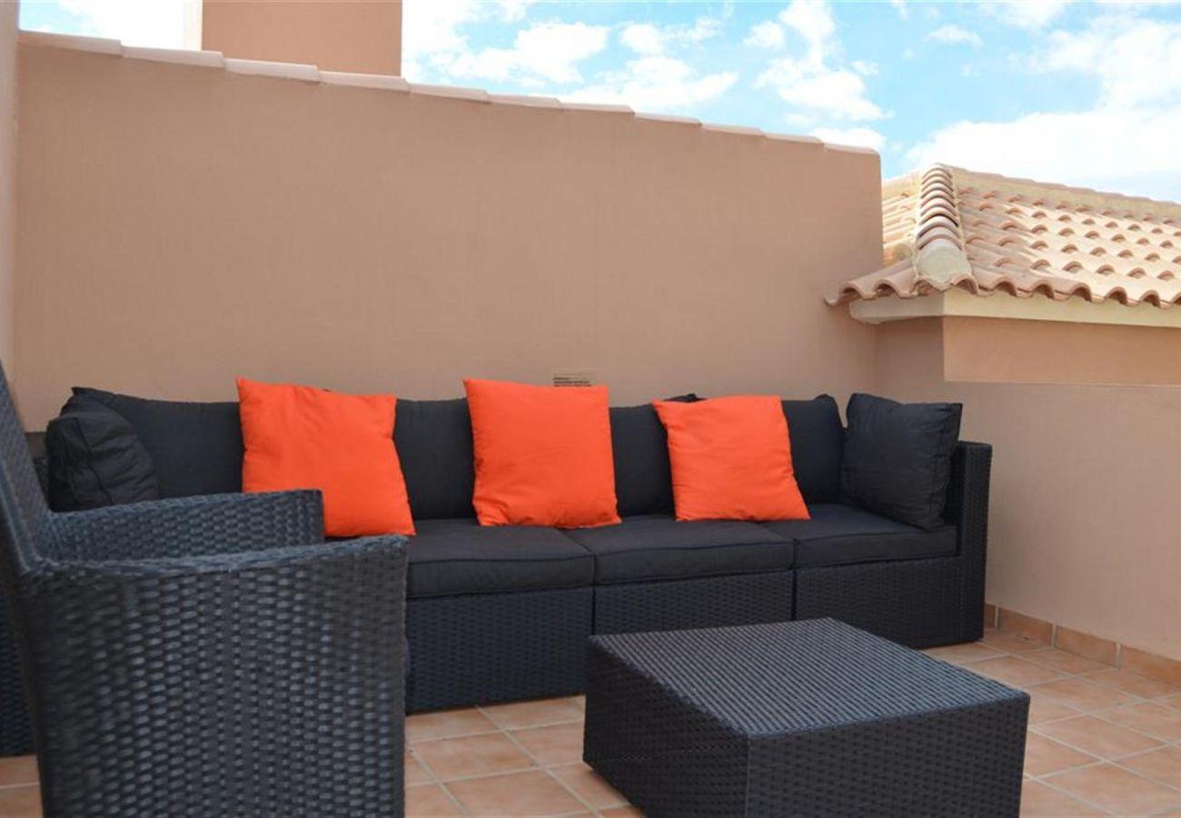 Gran terraza en la azotea con buen mobiliario - Resort Choice