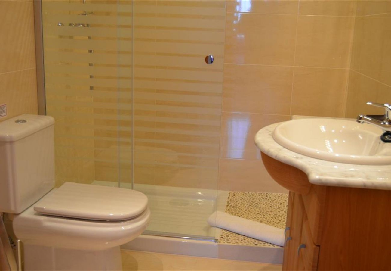 Gran baño con sanitarios modernos - Resort Choice
