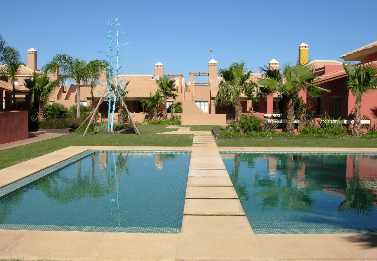 Urbanización Arona con bonita piscina comunitaria con jardín - Resort Choice