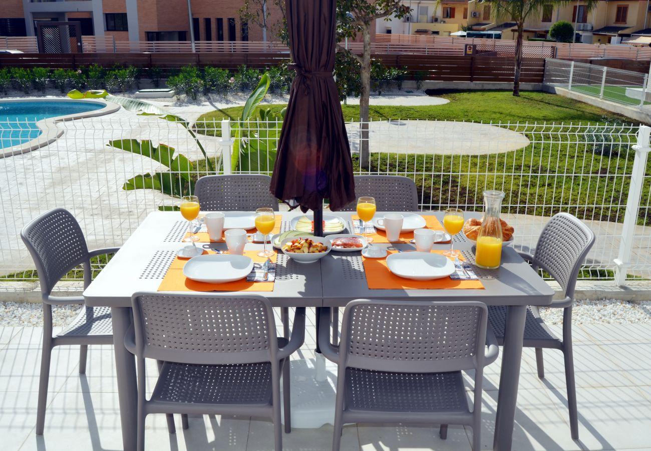 Apartamento en Santiago de la Ribera con bonita terraza bien equipada