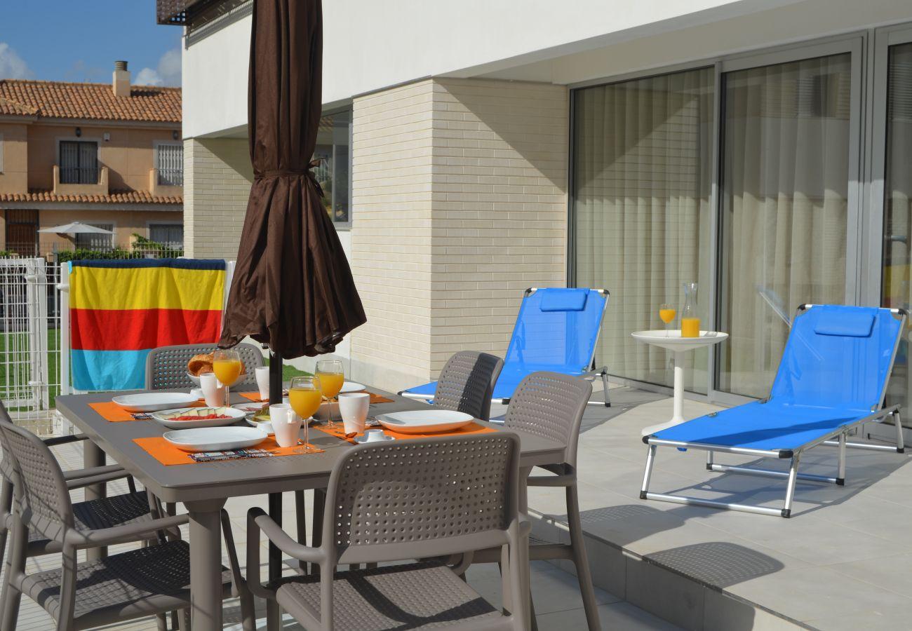 Apartamento en Santiago de la Ribera con preciosa terraza bien equipada
