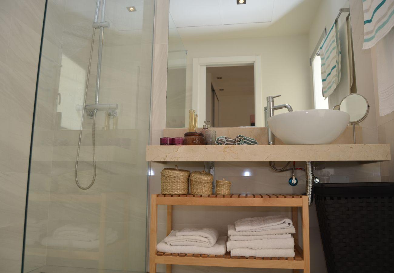 Apartamento en Santiago de la Ribera con bonito baño