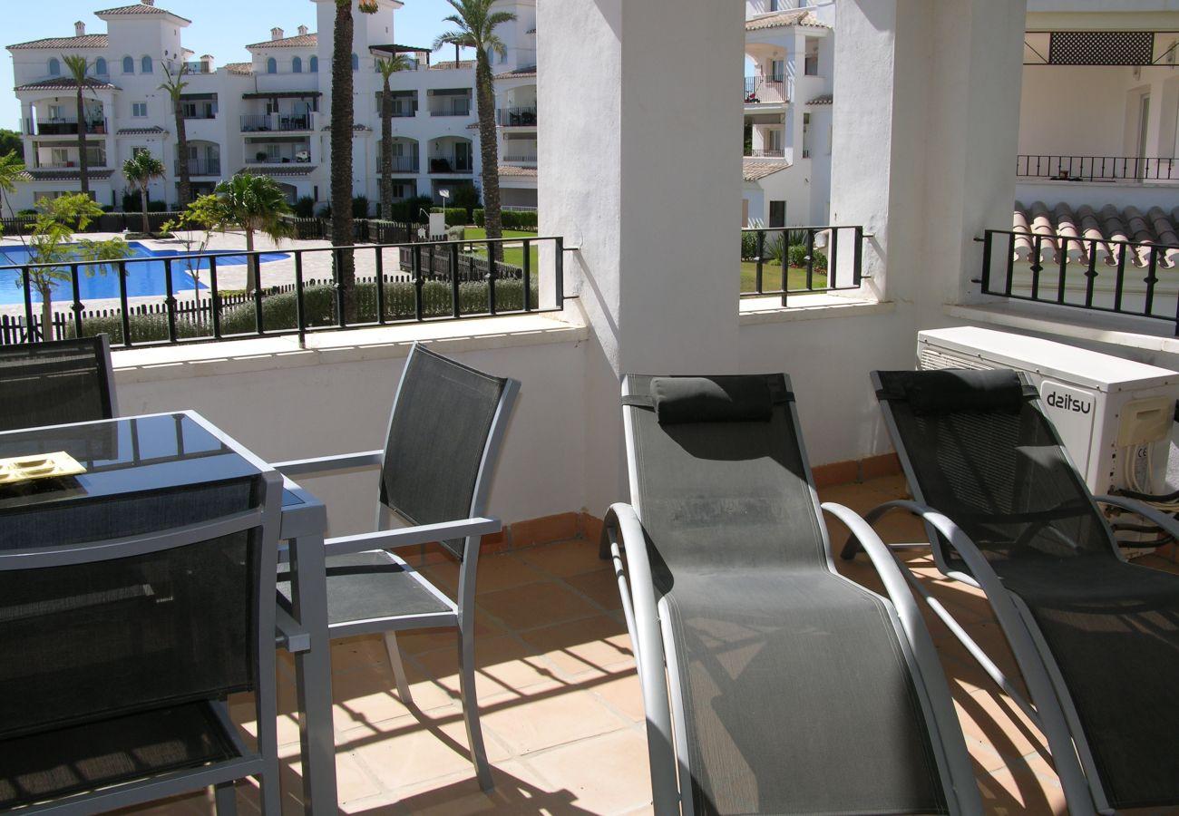Apartamento en Hacienda Riquelme con bonita terraza bien equipada