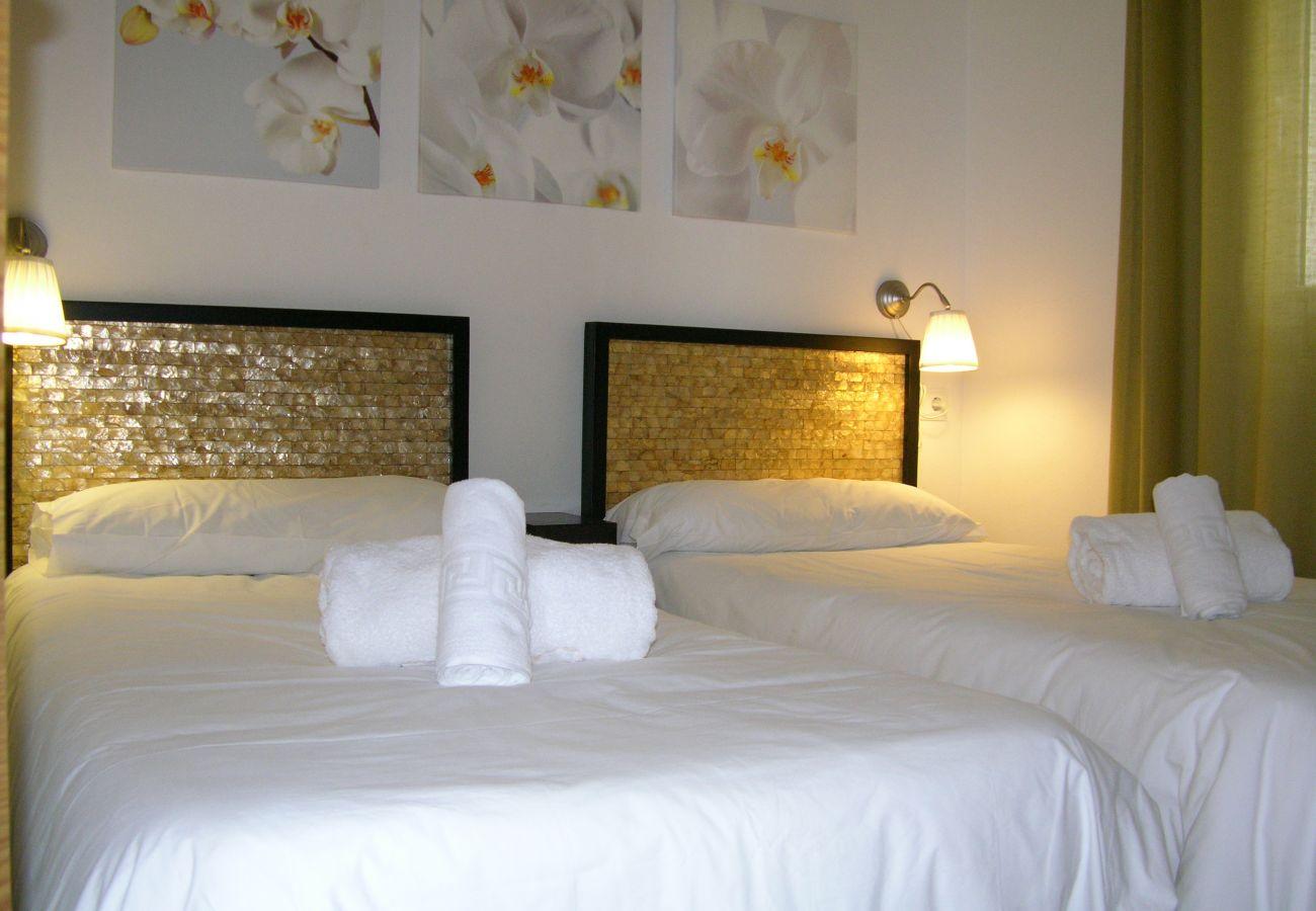 Apartamento en Hacienda Riquelme con bonito dormitorio de 2 camas