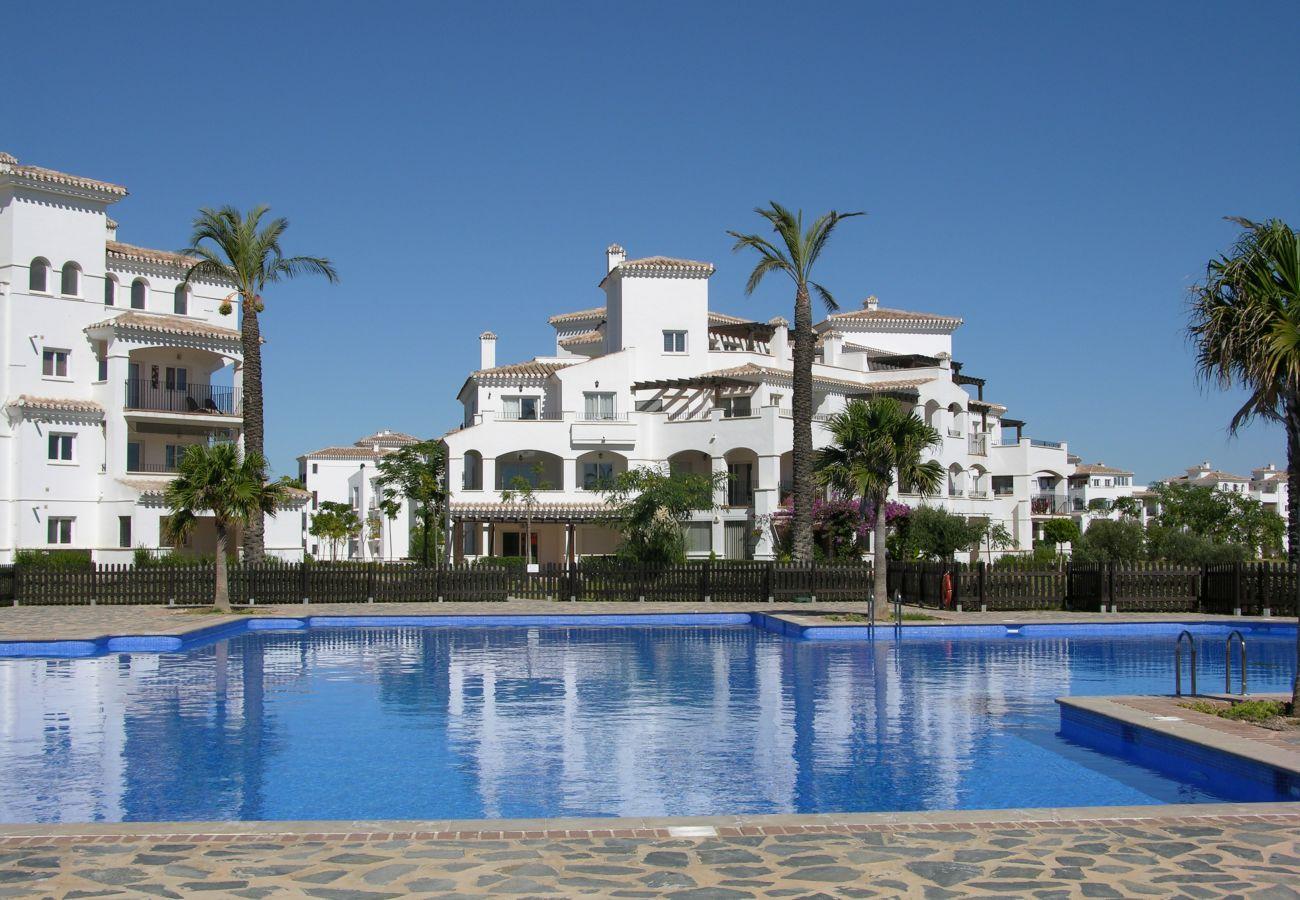 Apartamento en Hacienda Riquelme con preciosa piscina comunitaria