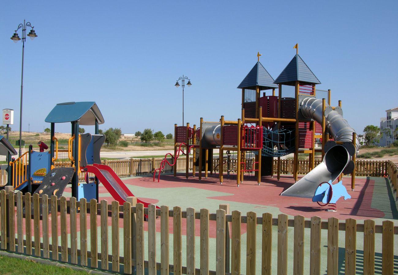 Precioso parque infantil en el resort de golf de Hacienda Riquelme