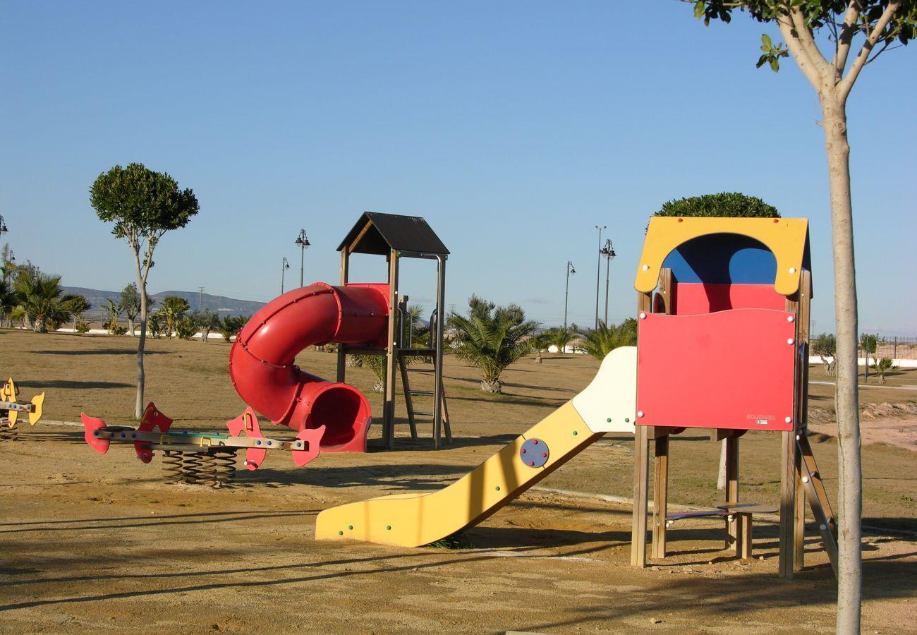 Bonito parque infantil para niños