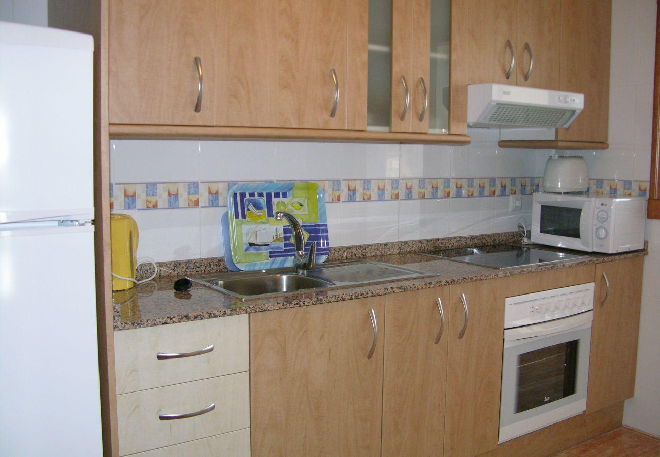 Cocina amplia con electrodomésticos modernos - Resort Choice