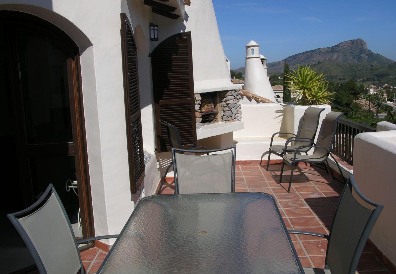 Chalet con gran terraza bien equipada con mobiliario - Resort Choice