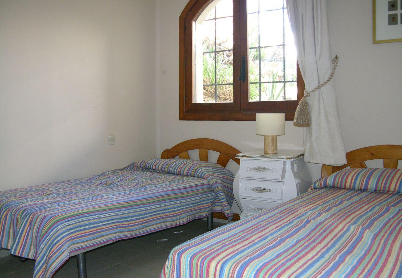 Dormitorio individual de 2 camas con bonito interior - Resort Choice
