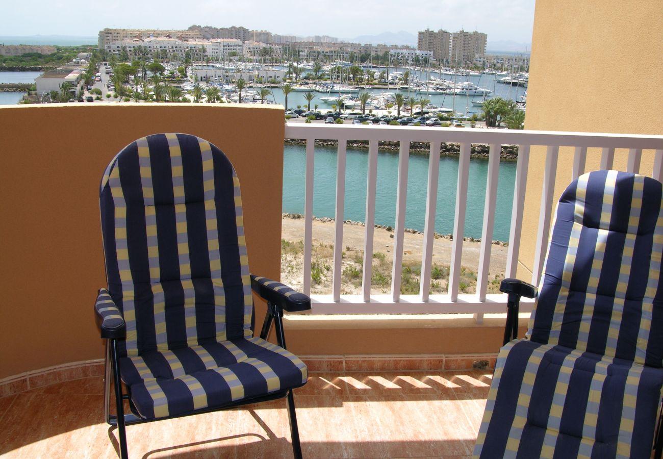 Apartamento en La Manga con gran balcón con sillas - Resort Choice