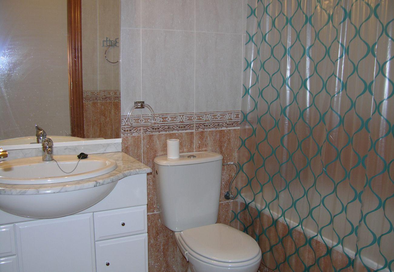 Baño amplio con sanitarios modernos - Resort Choice