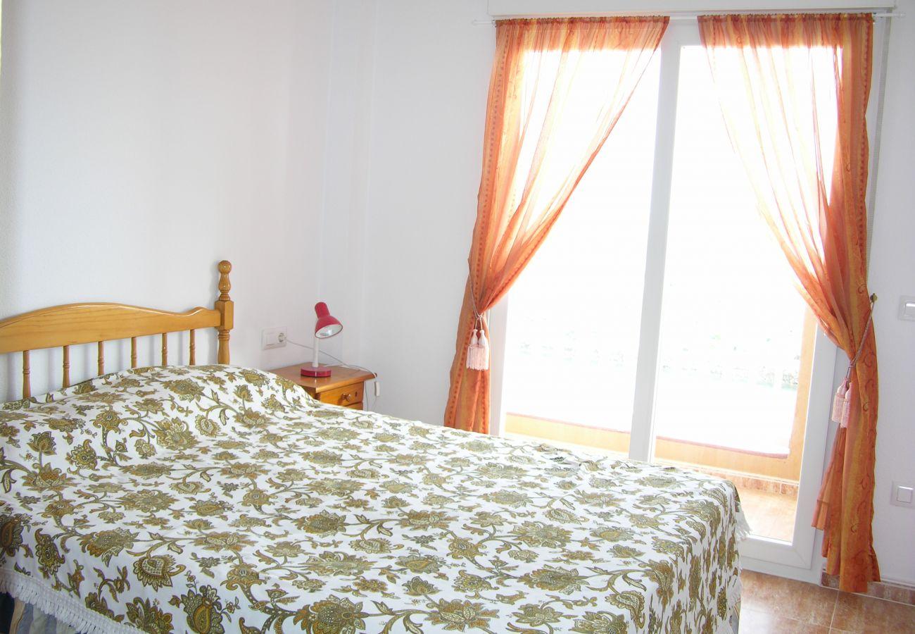 Dormitorio doble con bonitas vistas desde el balcón - Resort Choice