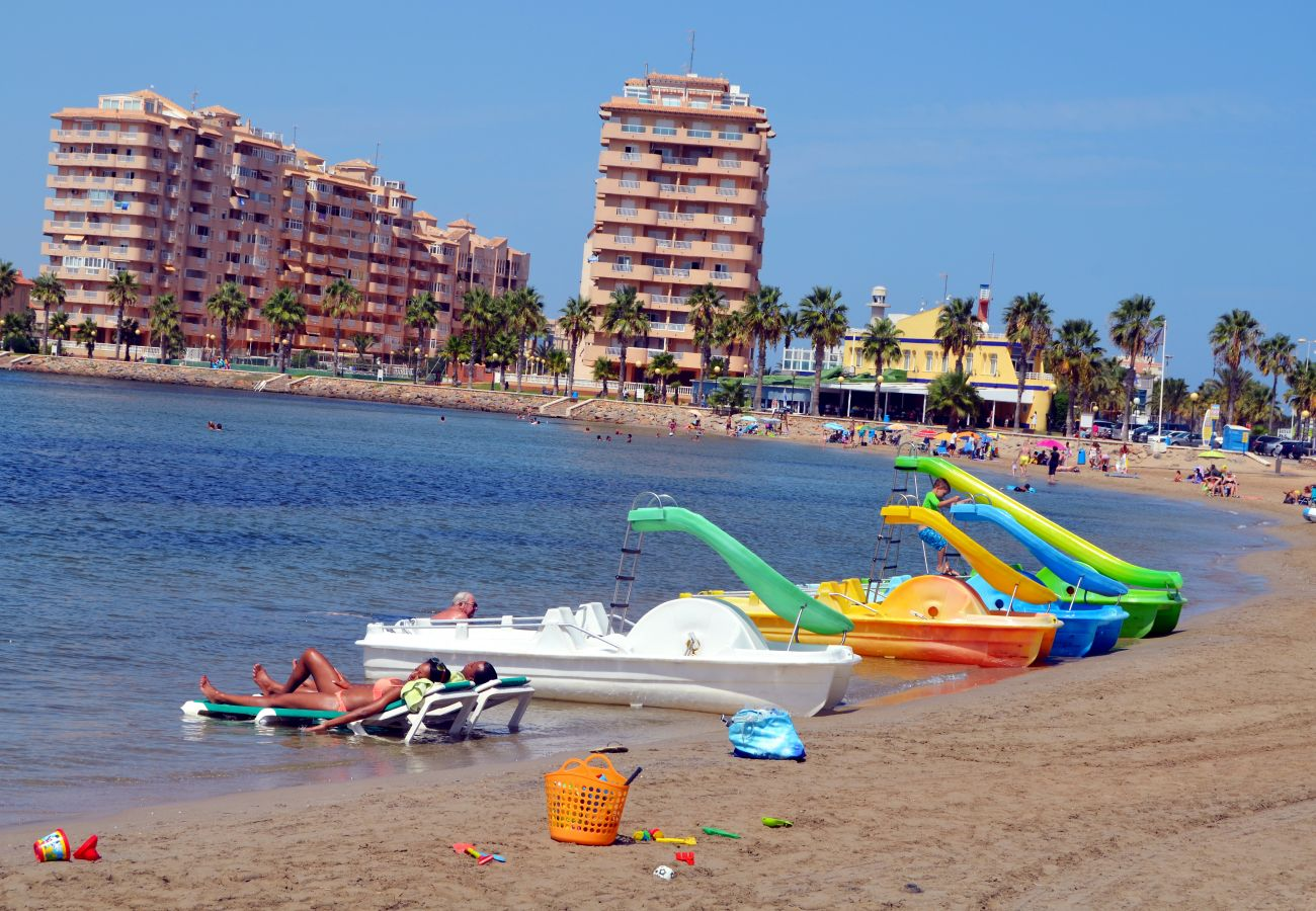 Patines, descanso y deportes acuáticos en la playa de La Manga - Resort Choice