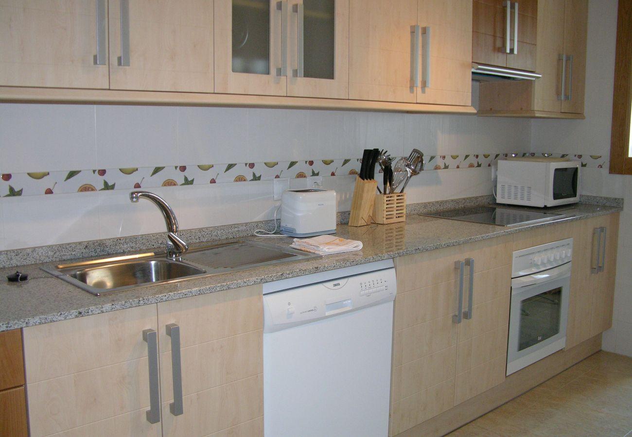 Amplia cocina con electrodomésticos modernos - Resort Choice