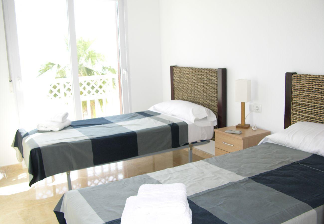 Dormitorio con dos camas individuales - Resort Choice
