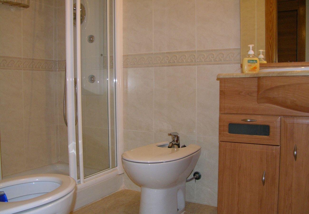 Baño amplio con sanitarios nuevos - Resort Choice