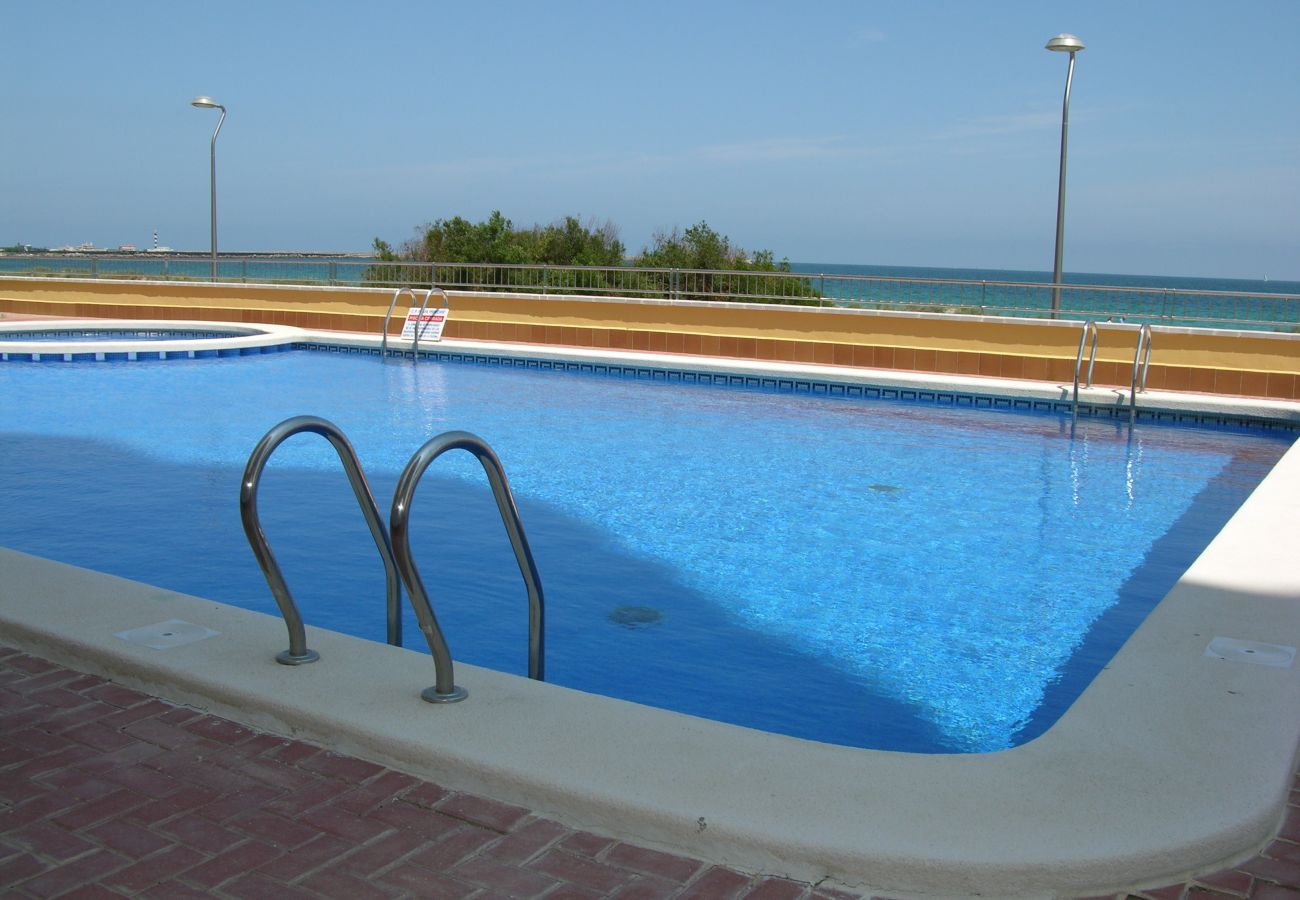 Gran piscina comunitaria en Playa Príncipe - Resort Choice