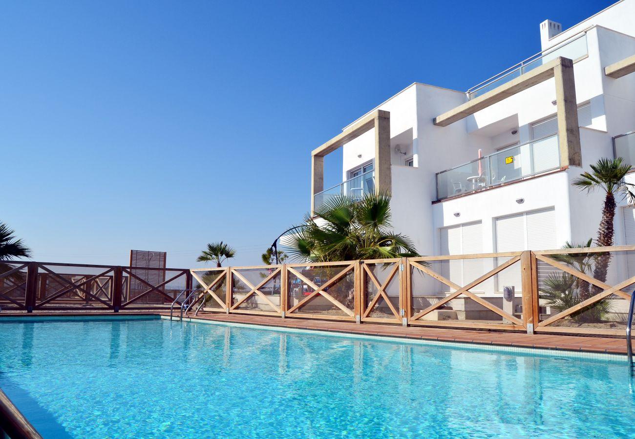 Apartamento familiar en alquiler con gran piscina comunitaria - Resort Choice