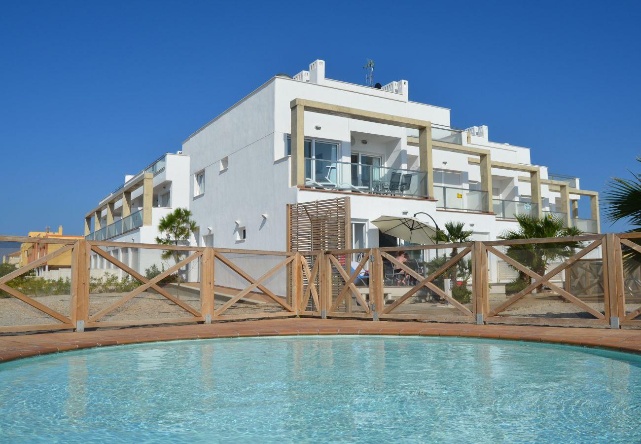 Área exterior de la urbanización Los Arenales - Resort Choice