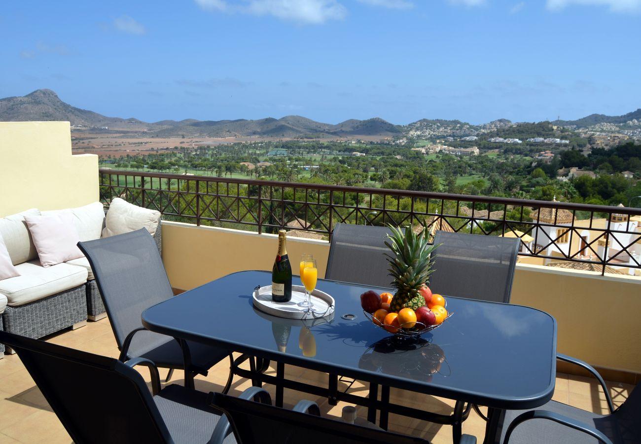 Balcón moderno bien equipado con preciosas vistas - Resort Choice
