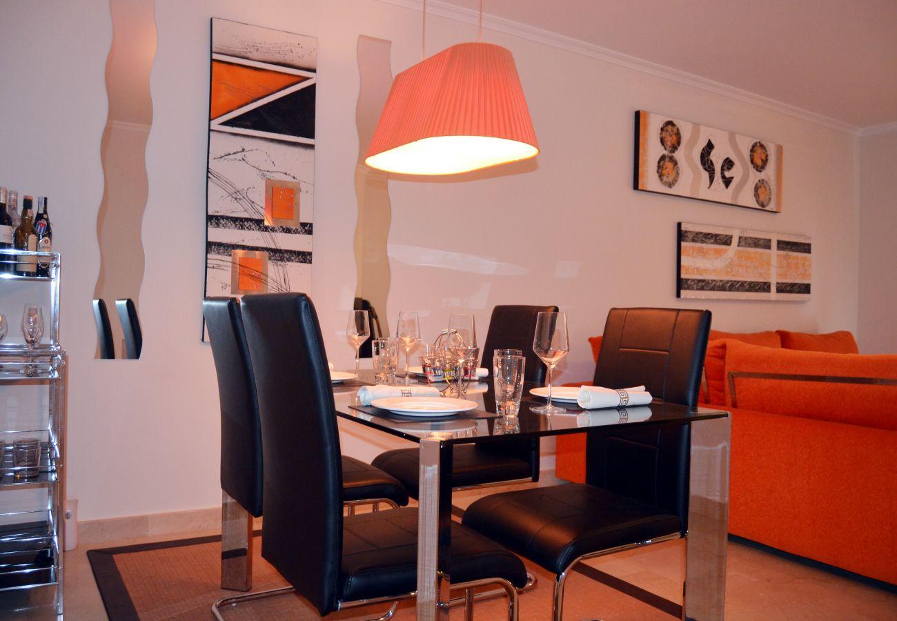 Comedor moderno, cómodo y bien equipado - Resort Choice