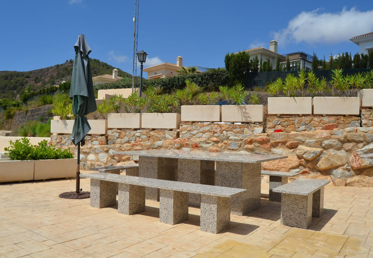 Exterior con parque público y asientos - Resort Choice