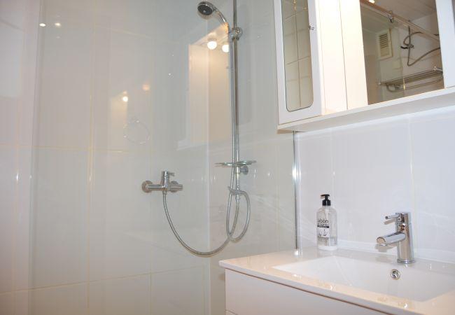 Preciosa casa con gran baño moderno