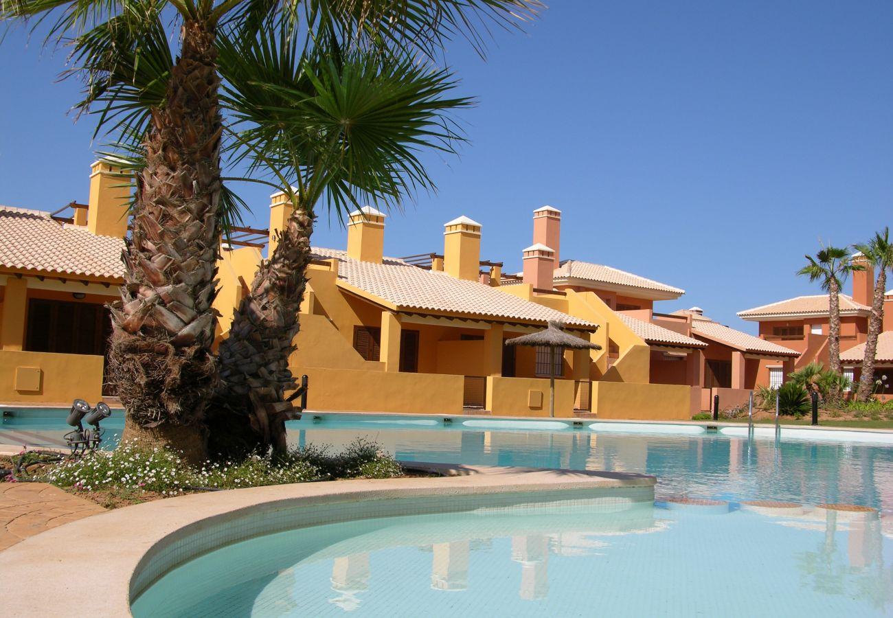Precioso bungalow con piscina comunitaria - Resort Choice